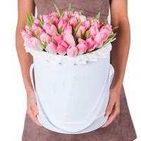 Шляпная коробка с розовыми тюльпанами