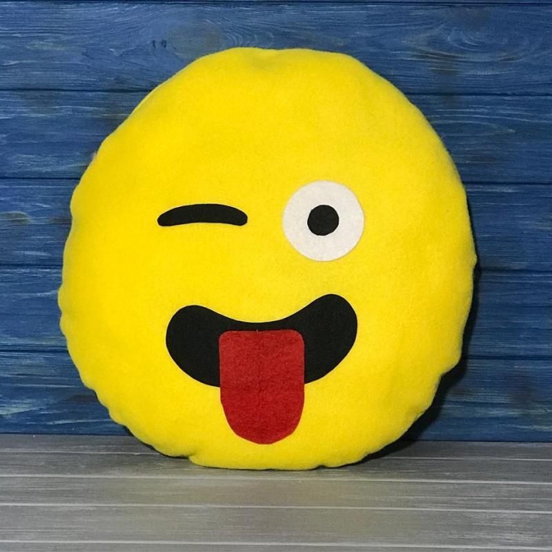 Подушка Смайлик с языком