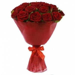 Букет из 25 красных роз в упаковке