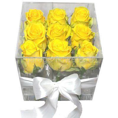 Желтые розы в боксе из оргстекла